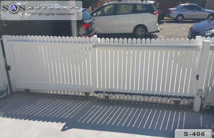 picket style telescopic gates